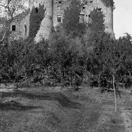 Interno del Castello di Monti 1904