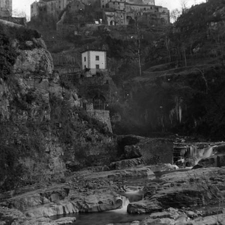Letto tettonico del fiume Bagnone e castello