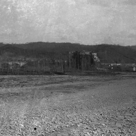Villafranca in Lunigiana vista dal fiume Magra