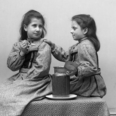 Enrichetta e Antonietta1903